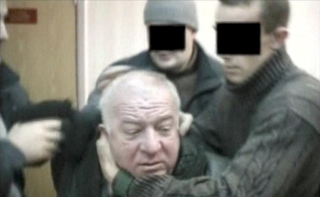 El exespía ruso fue envenenado con un gas nervioso