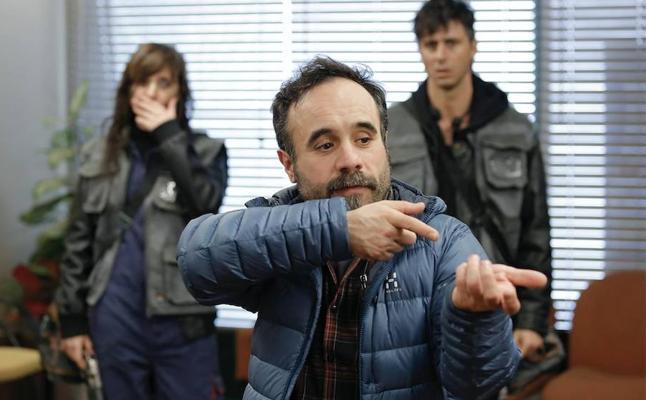 Koldo Serra vuelve a poner patas arriba Bilbao con el rodaje de '70 binladens'