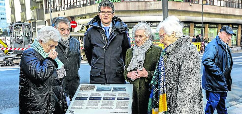 Vitoria inaugura su tercer rincón de la memoria en la calle Paz
