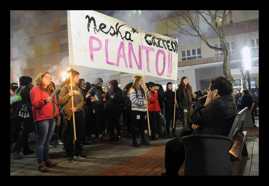 La manifestación histórica por el Día de la Mujer en Vitoria, en imágenes