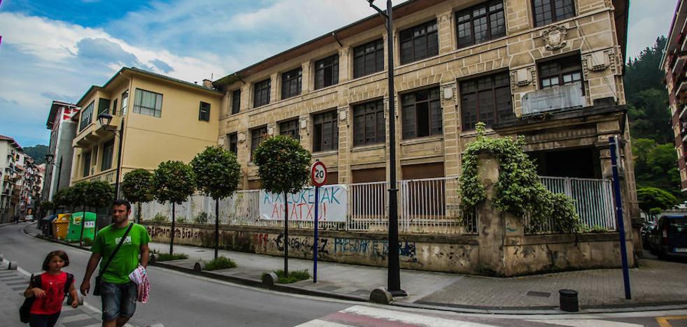 Ondarroa evaluará el estado del antiguo colegio Celedonio Arriola para reconvertirlo en Ayuntamiento