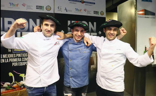 Competición en mandiles en el Miniature Iron Chef disputado en Vitoria