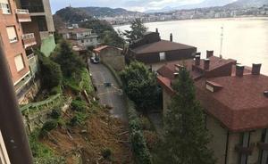 Cinco familias desalojadas por un desprendimiento en San Sebastián