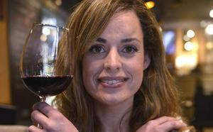 Elena Urigüen: «¿Por qué beberte una botella de vino? Disfruta de una copa»
