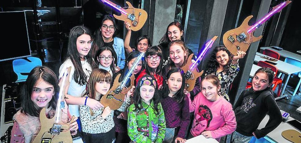 'Genias' capaces de programar una guitarra eléctrica