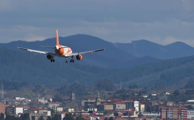 Cancelan 9 vuelos y desvían otros 8 en Loiu por «las fuertes rachas» de viento