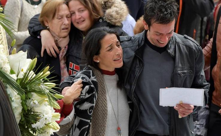 Funeral de Gabriel Cruz: el entierro en la Catedral de Almería, en imágenes