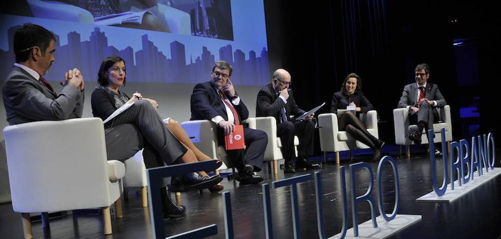 «A las ciudades les pasa como a las personas, funcionan mejor en equipo»