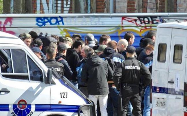 La Ertzaintza se incauta de navajas al registrar a los ultras del Marsella