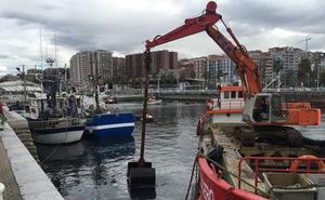 El dragado del puerto de Santurtzi retirará alrededor de 3.300 metros cúbicos de fango