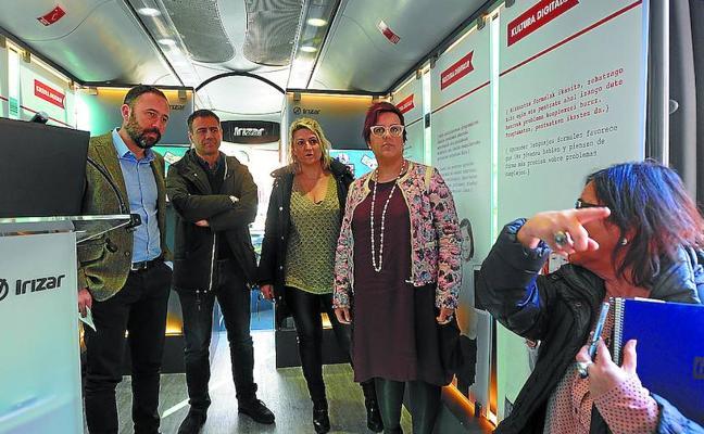Un autobús para la cultura digital
