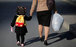 Mujer, madre y 47 años, perfil del vizcaíno con más riesgo de pobreza y exclusión