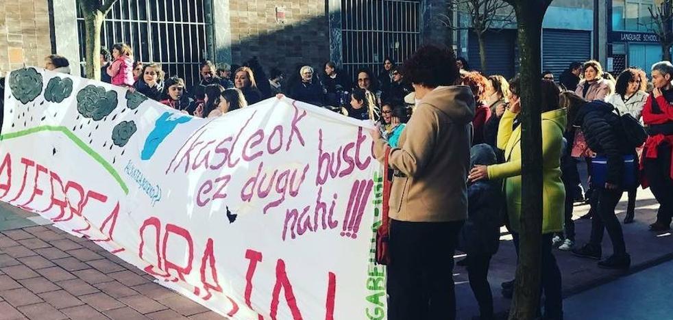 Barakaldo exige el cambio de las cubiertas instaladas en dos colegios