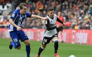 Un Valencia brillante sigue en racha y no da opción al Alavés