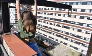 Rescatan a una adolescente que se colgó de una viga en una azotea de Barcelona para hacerse una foto