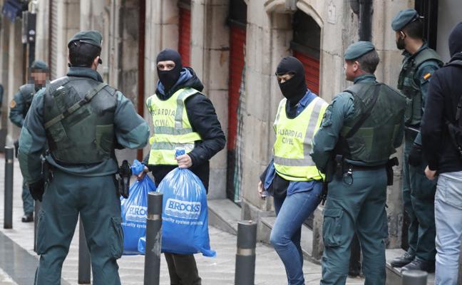 Cuatro detenidos en Portugalete y Bilbao por colar inmigrantes ilegales en Reino Unido a través del Puerto