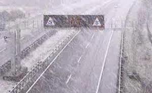 Los primeros copos de nieve se adelantan a las previsiones y se dejan ver en Álava para despedir el invierno