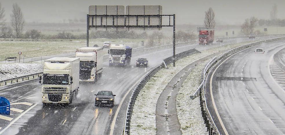 La nieve dificulta la circulación por los puertos alaveses