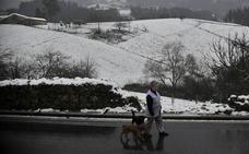 Nieve en las cumbres; sin problemas en la red principal de carreteras