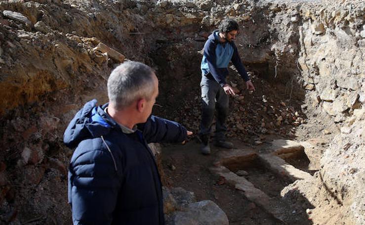 Las imágenes de la necrópolis descubierta frente a la iglesia de Burtzeña, en Barakaldo