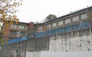 Arrancan las obras para cubrir el patio del colegio Aperribai