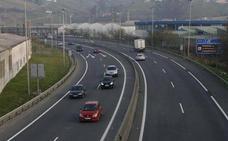 La DGT multará con 200 euros por circular por el carril central o el izquierdo sin justificación en autopistas y autovías