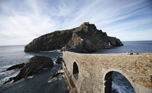 El obispado se opone a cobrar por acceder a San Juan de Gaztelugatxe