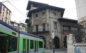 La estación de Atxuri continuará abierta hasta que se decida el futuro del tranvía a Bolueta
