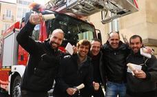 Los 94 nuevos bomberos forales de Álava reciben sus credenciales