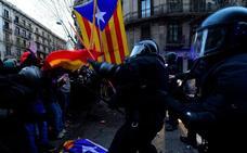 Nueve detenidos y 98 heridos, balance de los graves disturbios en Barcelona