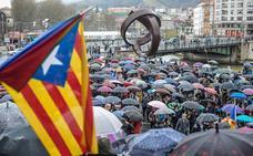 Cientos de ciudadanos protestan en Bilbao por el «estado de excepción» de Cataluña