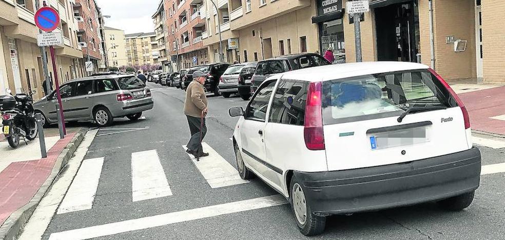El tripartito se plantea la reordenación de los aparcamientos en las calles Donantes y Rioja