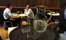 Agua gratis en los restaurantes ¿obligación por ley o cortesía?