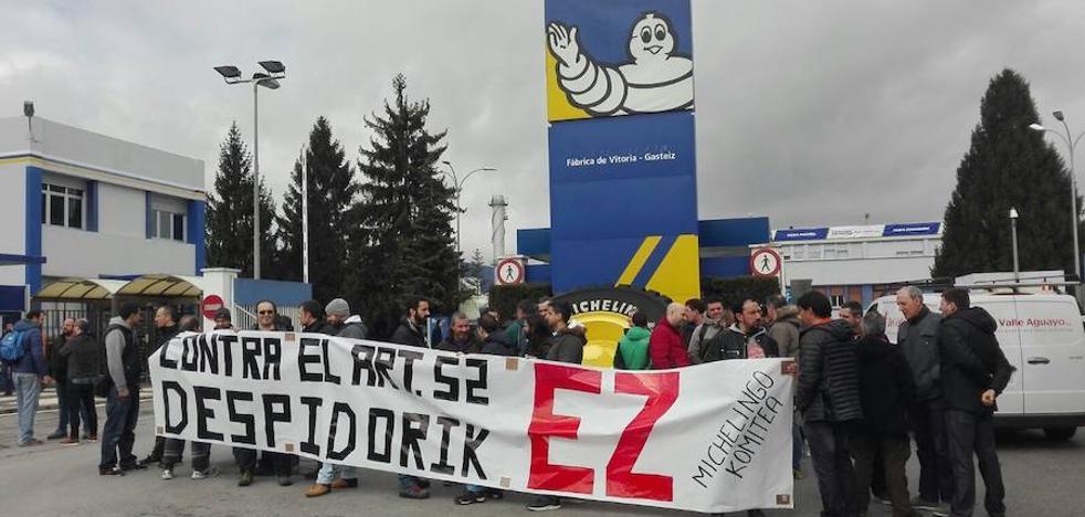 LAB denuncia tres despidos en Michelin por enfermedad y la empresa asegura que ha aplicado la legislación