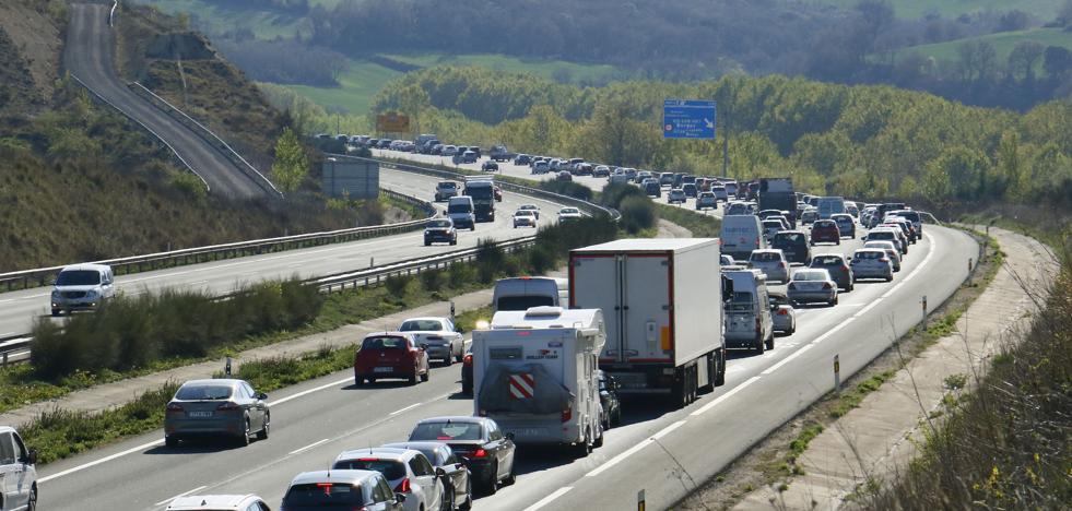 Tráfico fluido en las carreteras alavesas tras una mañana con retenciones en Armiñón