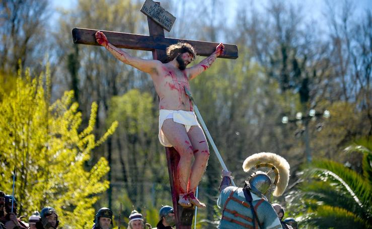 El Vía Crucis de Arkotxa, en imágenes