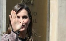 Silbidos para la reina en su primera aparición pública tras la polémica con doña Sofía