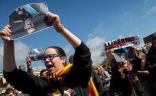 Unas 500 personas protestan por la presencia del Rey en Barcelona