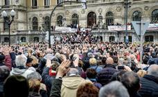 Los pensionistas vuelven a protestar en Bilbao y reprochan al Gobierno que se suba sueldo y les dé «migajas»