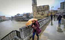 Bizkaia se harta del paraguas: el año más lluvioso desde 1948