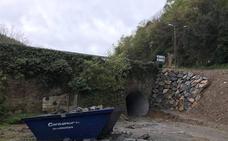 La senda fluvial de Muskiz avanza hacia Santelices con la apertura de una galería bajo el puente Purísmo