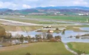 Las inundaciones llegan hasta la pista de Foronda