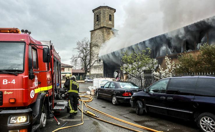 Se incendia una nave industrial en la localidad alavesa de Aránguiz