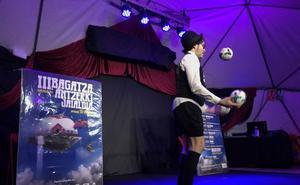 Barakaldo celebra en una carpa el festival de Teatro de Bagatza