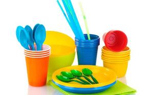 Guerra al plástico: las vajillas desechables y las pajitas quedarán prohibidas en 2020