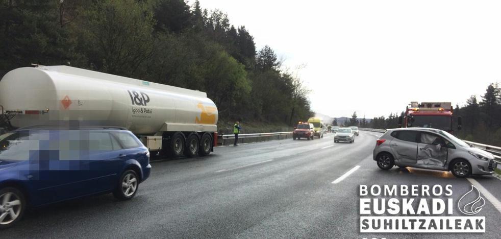 Dos heridos en un accidente entre un camión y un turismo en la AP-68 en Álava