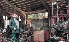 El dueño del pabellón de Aránguiz: «Se ha quemado un trozo de mi vida»