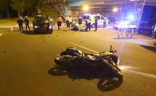 Herido un mototorista tras impactar contra un coche en la rotonda de Aparcavisa