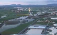 Los aviones 'rozan' el agua en Foronda