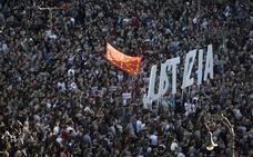 Miles de personas piden «justicia» en Pamplona para los ocho procesados de Alsasua